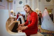 pianist at a wedding
