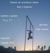 Clases de acrobacia aérea ( tela y trapecio)