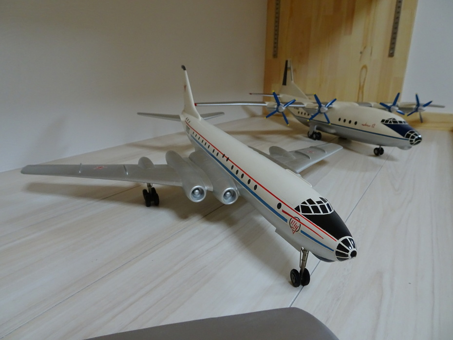 Tupolev factory made Soviet Army TU-110 1:72 scale dry wood Display Model