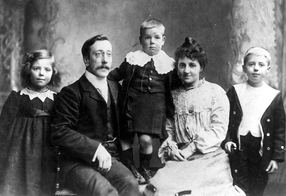 Bell family 1902