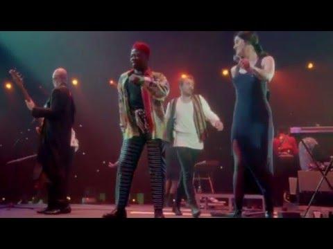 BUZZEZEVIDEO Peter Gabriel FANS IN YOUR EYES