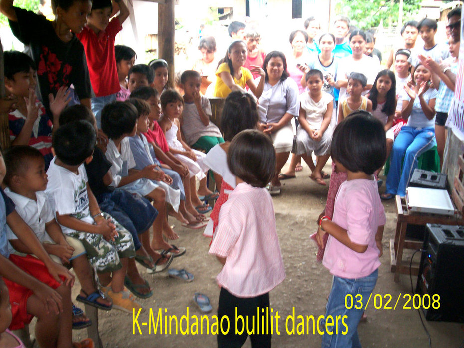 Bulilit-dancers during the feeding program