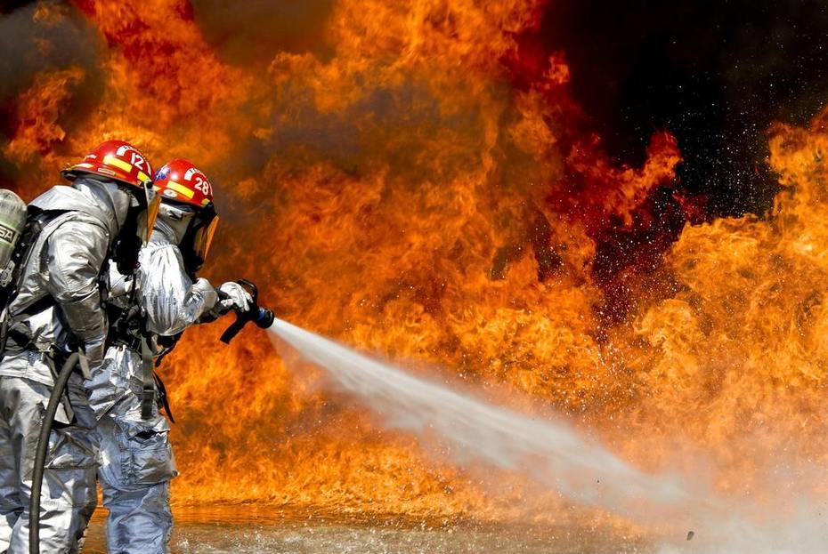 fire-fire-hose-firefighters