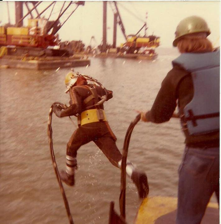 Diver Standish #94 Savoie Port Sheldon, MI laying 18 foot dia pipe