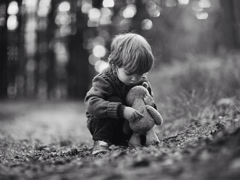 """""""Un être peut se sentir seul, malgré l'amour des autres, s'il n'est le """"préféré"""" de personne."""" Anne Frank"""