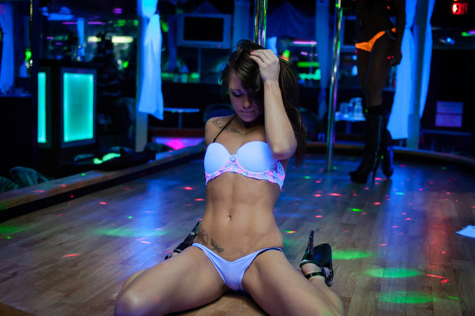 female go go dancers