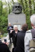 Embajada de Venezuela en Londres participa en ofrenda floral para conmemorar el natalicio de Marx