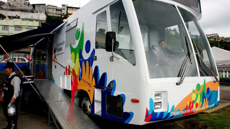 Oficinas móviles de la Defensoría del pueblo, dando servicio en los diferentes barrios de Quito