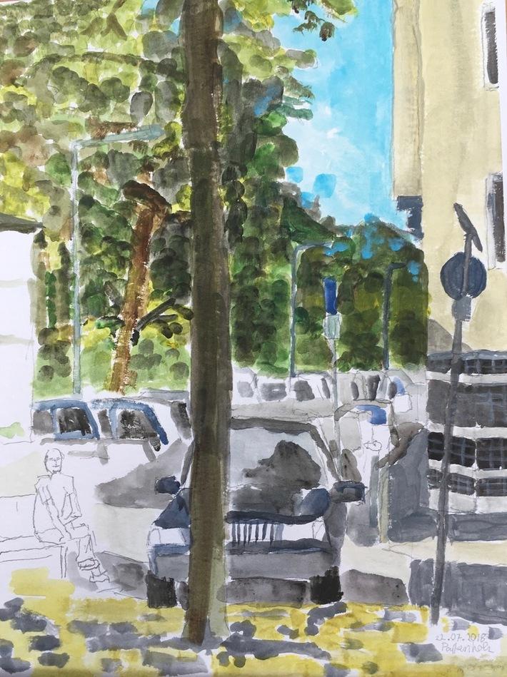Eierplätzchen-Blick auf die Titus Strasse mit parkenden Autos