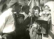 Обучение пользованию телефоном. Кудымкар, 1930-е гг.