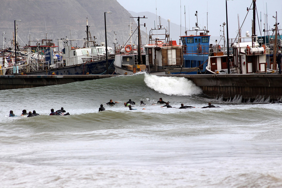 hout Bay harbour wall crowd