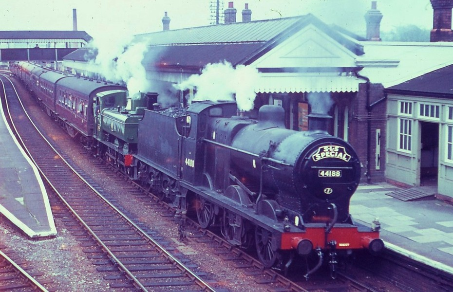 4188 and 6435 on final SMJ railtour at Stratford GW