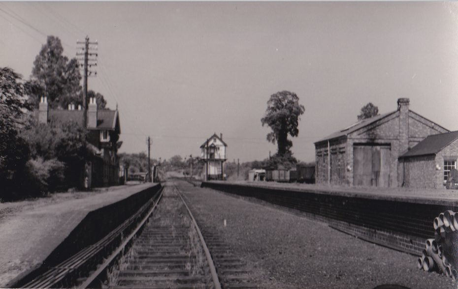 Towcester station looking east (2)