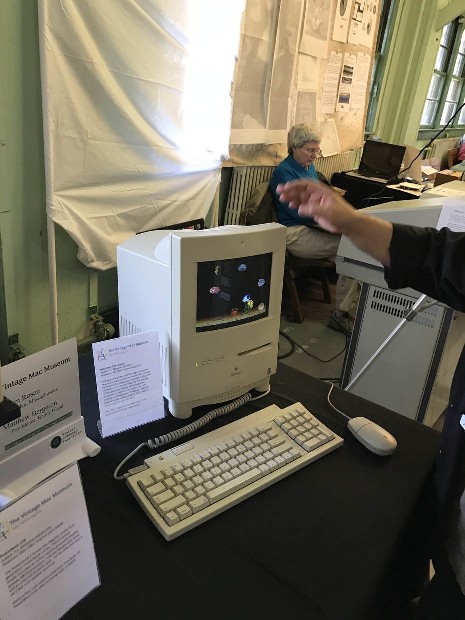 Color Classic, how beautiful is that screen? More from The Vintage Macintosh Museum