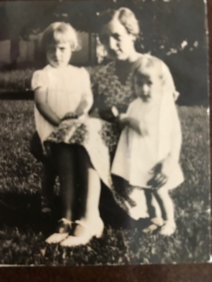 Ruby Bethell Smith with daughters Bethelyn (Betty) Smith Ring and Beverly Smith Glines
