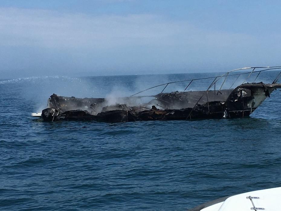 boat_fire_coast_guard_lake_michigan