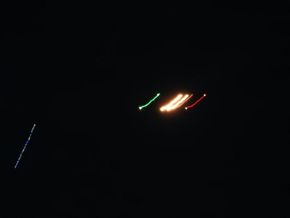 シップ(SS)と夜間の葉巻型母船?