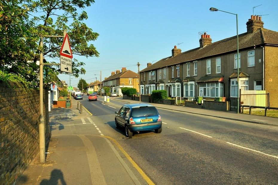 Manor Road looking East