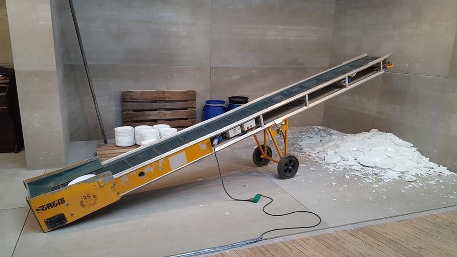Conveyor belt with plates