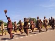 """Les chasseurs traditionels """"Dozo"""" ont aussi marqué leurs pas à ce défilé du 11 décembre 2012"""