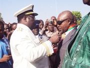 Le Gouverneur des Hauts-Bassins donnant le coup d'envoi des décorations avec le Maire de la commune de Bobo qui reçoi la médaille de Commandeur de l'Ordre Nationale ce 11/12/2012