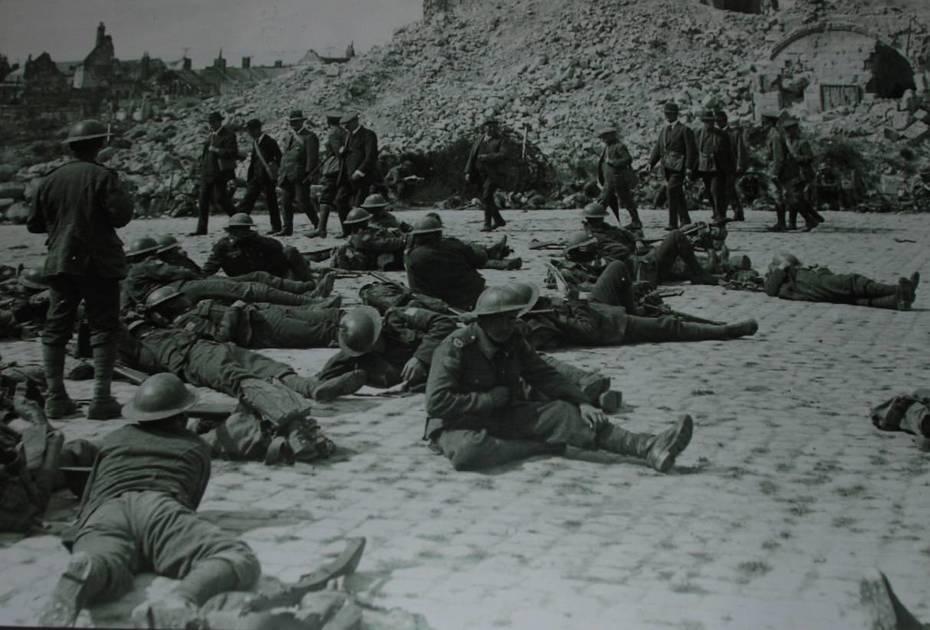 wellington-quarries-troops-resting-in-Arras