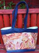 Contrast shopping tote