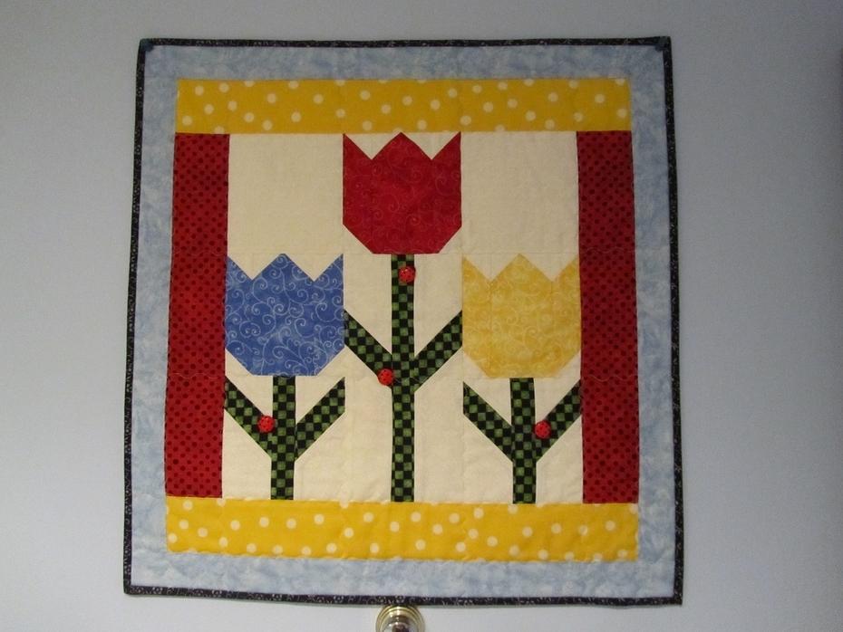 Tulip Quilt Hanging