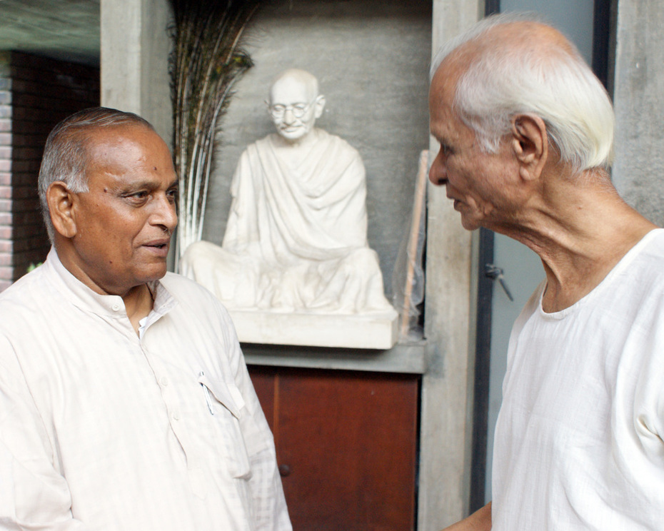 Ishwar bhai Patel with sculptor Kanti bhai Patel