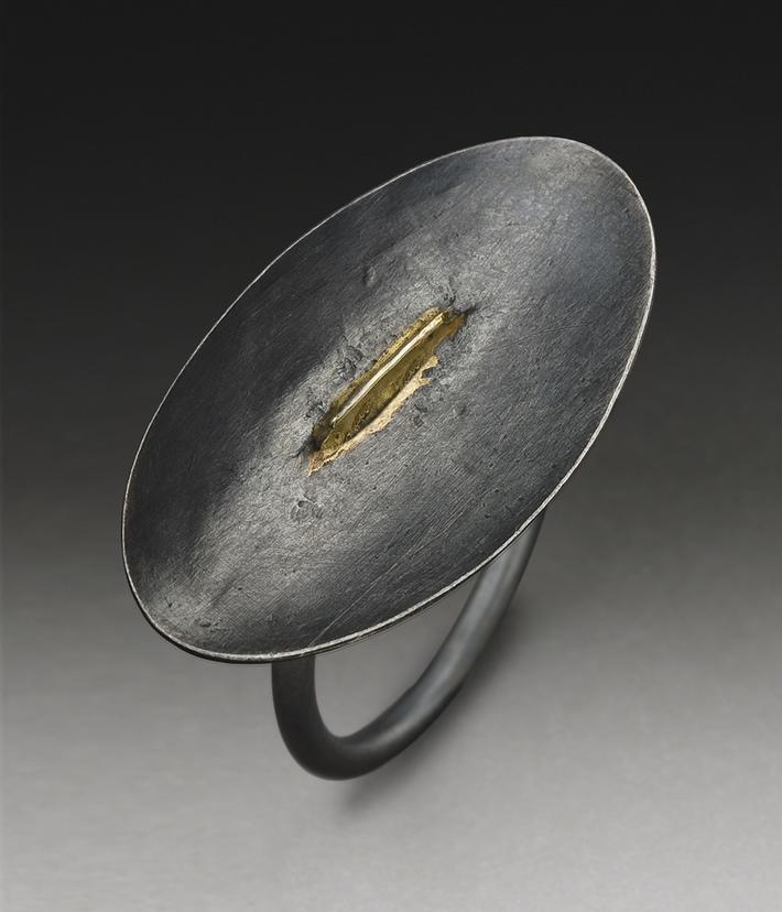 ridge ring with gold