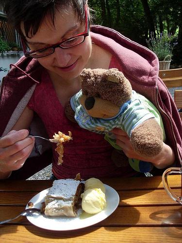 Ted eats apple studel