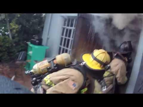 Fire Cam Richmond CA E67 attacks a well involved 2 story house HD 1080p