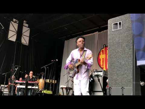 It Keeps Coming Back - Norman Brown @ 2017 Newport Beach Jazz Fest (Smooth Jazz Family)
