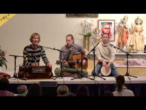 Devi Devi Devi Kirtan with Tobias, Sureshwara and Bhavani