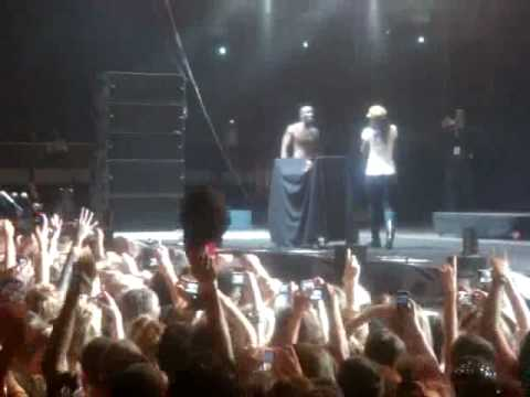 Akon Humps Kelly Rowland On Stage After His B'Day Song.