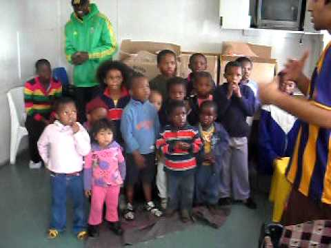 """LOL A friend of my sis went to South Africa to teach how to sing """"I Love Rosario Central"""" to children... yeahhhh... =)"""