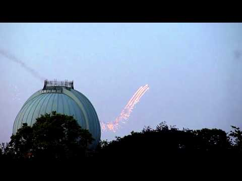 Holy shit ! blazing ufo's again, now Greenwich London
