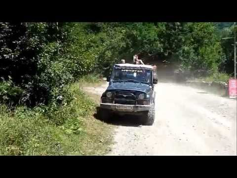 Russia off-road: Jeeping to waterfalls.