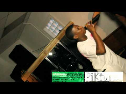 Octane the Hood Apostle performs Grace vs. Law on Midwest's Finest