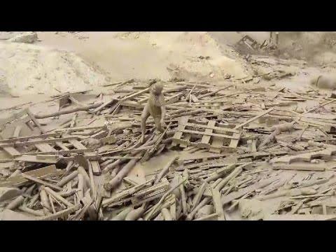 Valiente Mujer emergio del Huaico en Punta Hermosa - Lima 15 de Marzo del 2017
