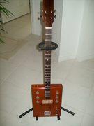 Cigar Box Guitar 002
