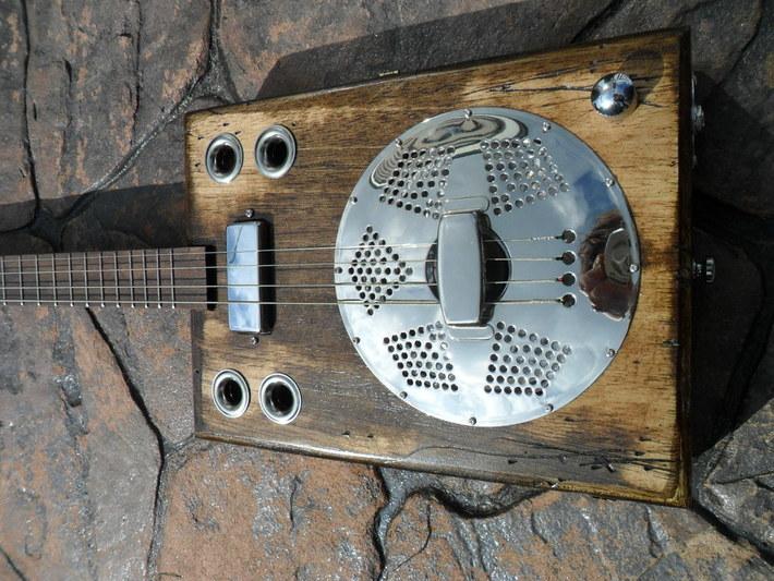 4 String Resonator, Walnut Neck & Mini Humbucker