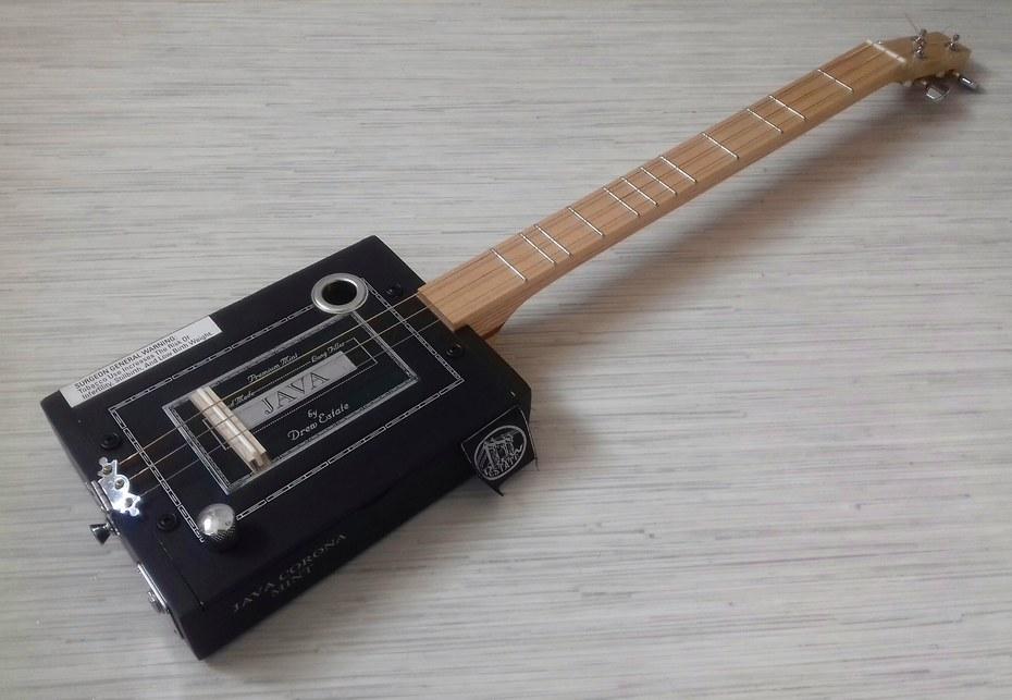 Cigar box strumstick