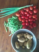(Vic) spuds, peas, spring onion and tomatoes