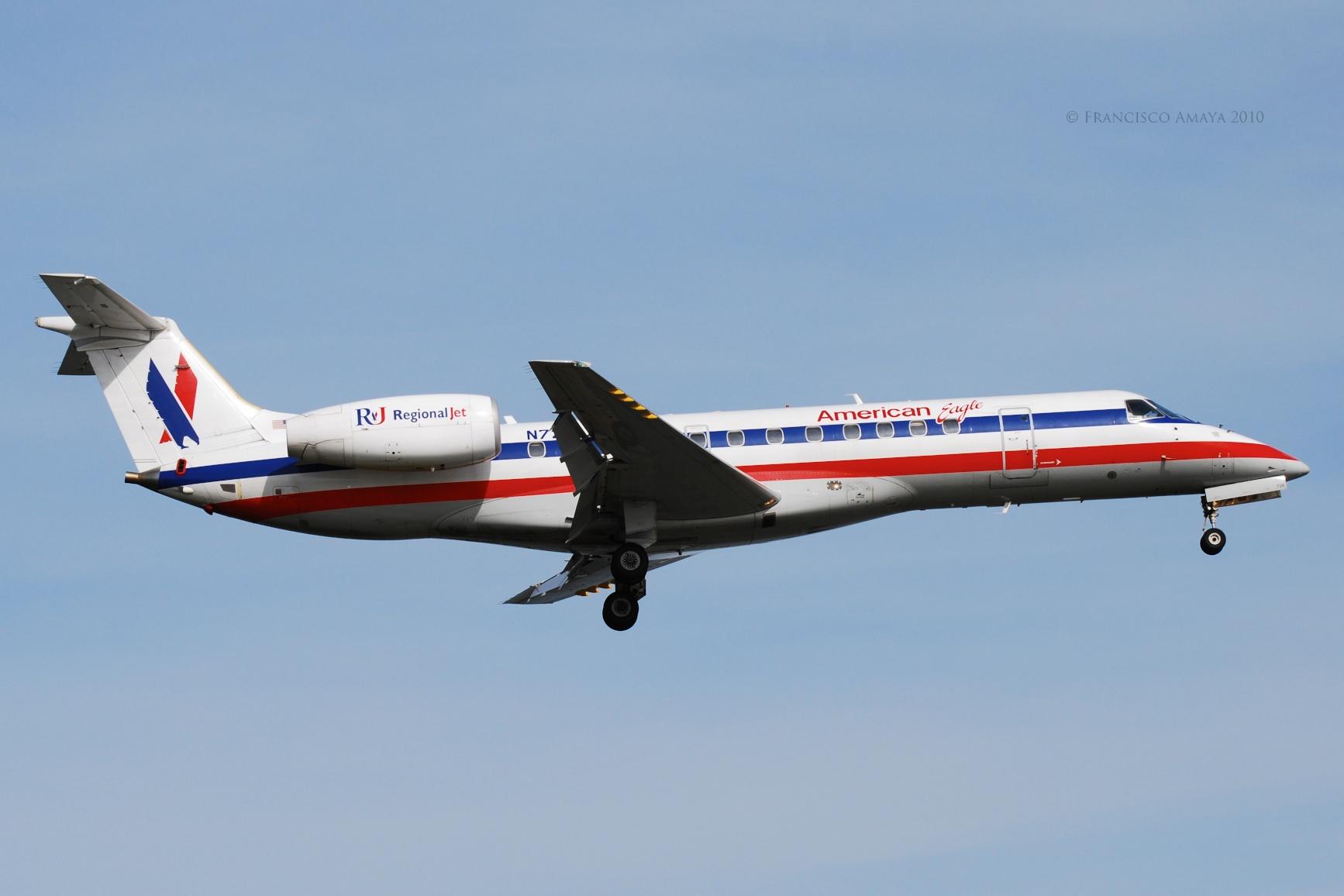 American Eagle ERJ-135LR (N728AE)