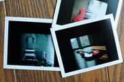 Polaroid sul pavimento