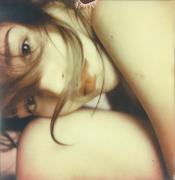 La ragazza con il cielo in una stanza.