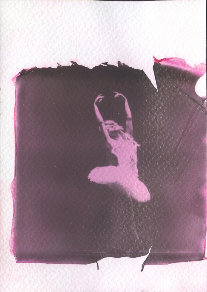 Ominocoibaffi_Ballerina 2_LIFT OFF Impossible 600 black & red_Polaroid 690