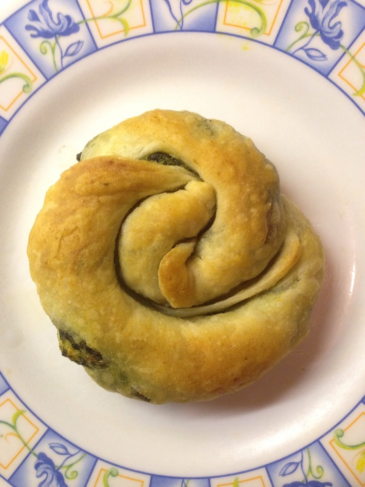 Spinach and vegan cheese croissant