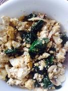 Scrambled tofu with spinach and mushroom